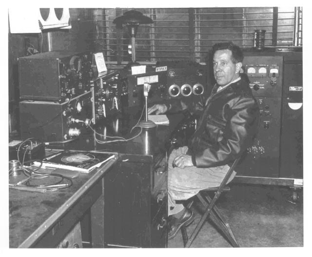 Dell Koerner W9NKR ham station at