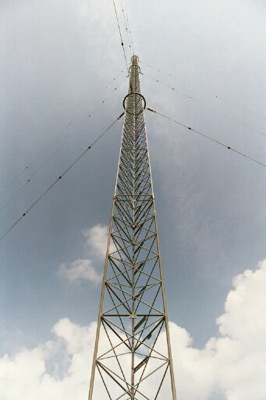 The WB9Z tower reaches to the sky, awaiting installation of the antennas